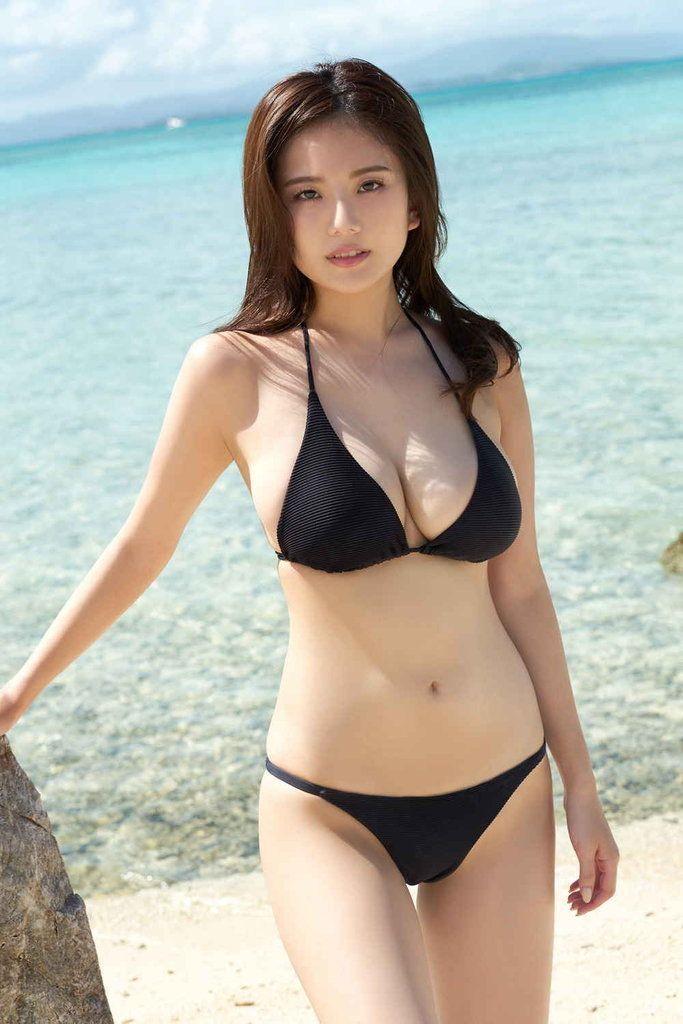 Beautiful japanese models in bikinis