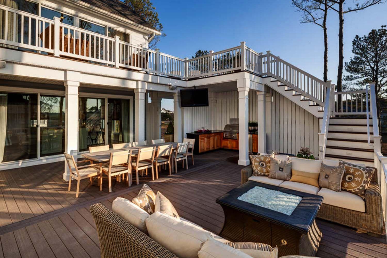 30 Amazing Beach Style Deck Ideas Promoting Relaxation Geneigter Hinterhof Hinterhof Terrasse Hintergarten