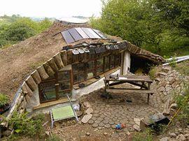 un homme construit la maison cologique de ses r ves pour 3 680 bio la une naturel. Black Bedroom Furniture Sets. Home Design Ideas