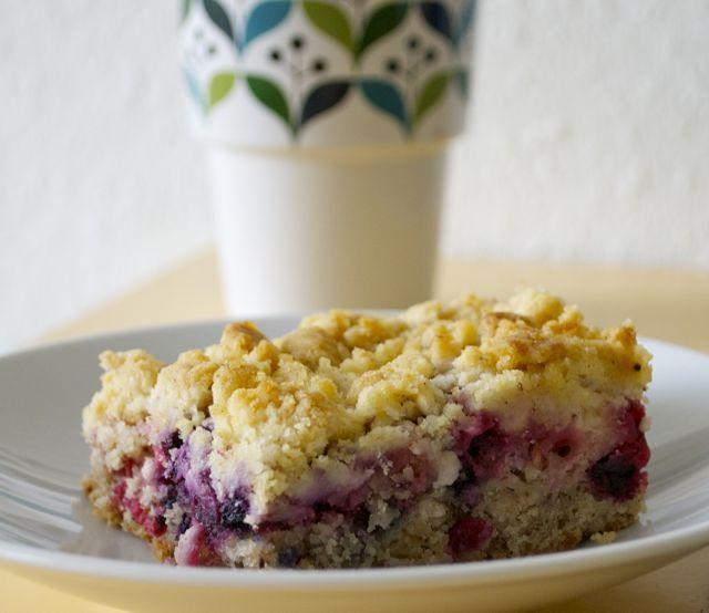 Sommerlicher Beeren-Mandel-Streusel-Kuchen {vegan} Rezepte auf - schnelle vegane küche