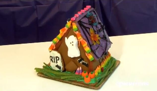 Who says you have to wait for Christmas to make gingerbread? A haunted Halloween gingerbread house makes a great project for kids that doubles as decoration.