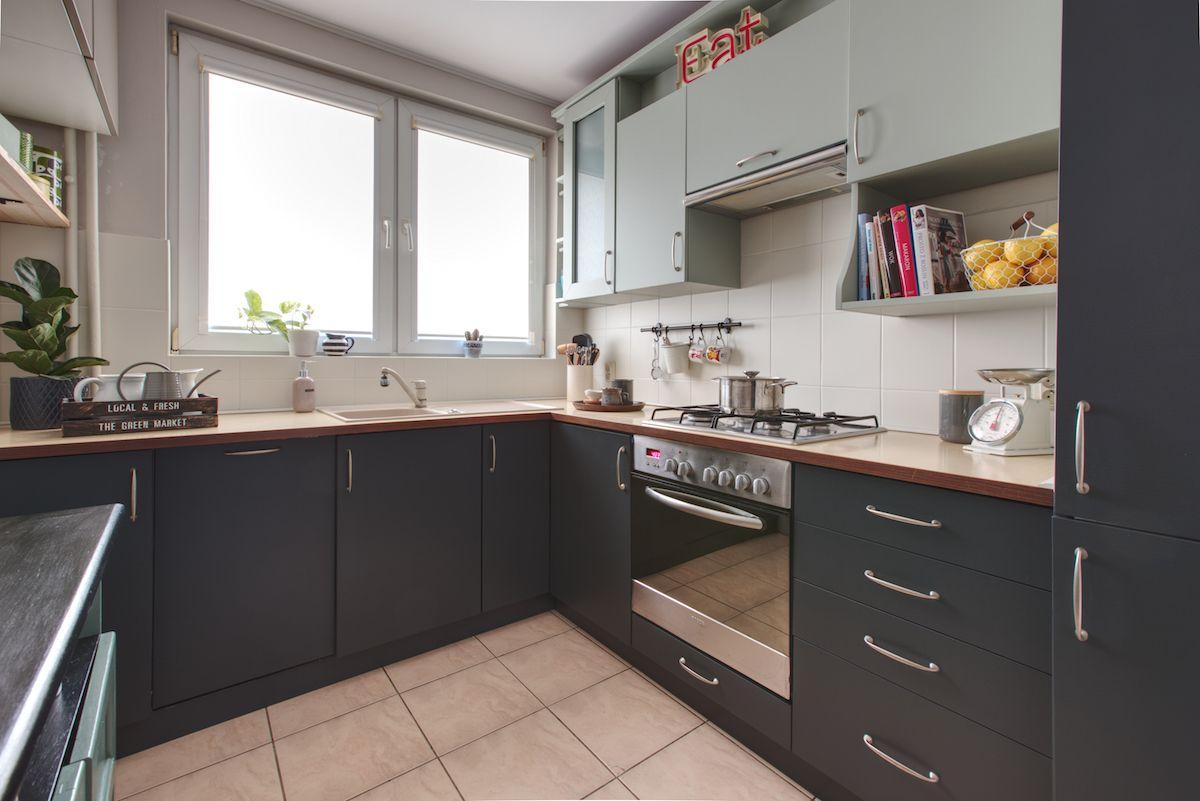 Metamorfoza Kuchni Malowanie Szafek Z Okleina I Malowanie Glazury Kitchen Kitchenideas Kitchenremodel Kitchen Kitchen Cabinets Home Decor