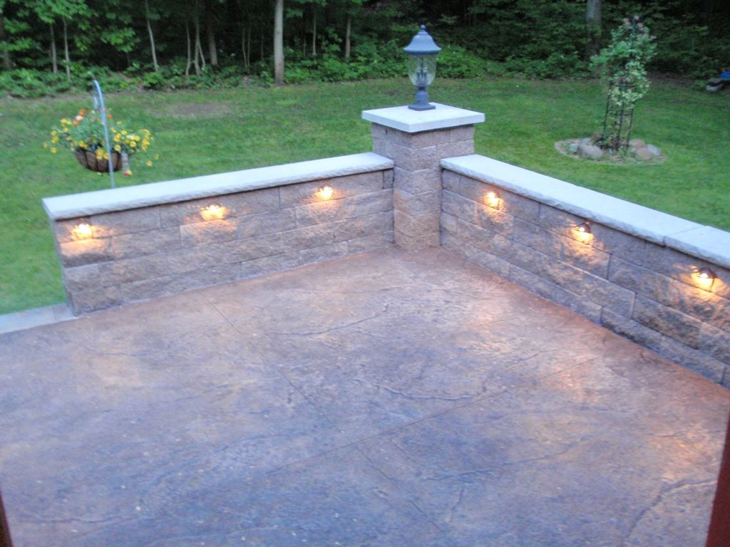Stone knee wall for patio retaining wall image 2 for Stone retaining wall ideas