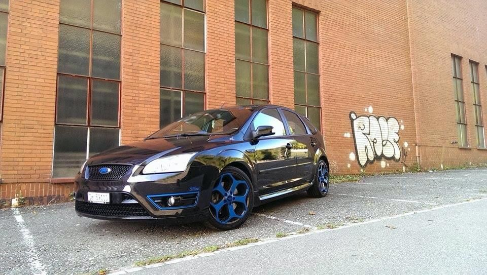 #ST - Black Ford Focus & dark blue details