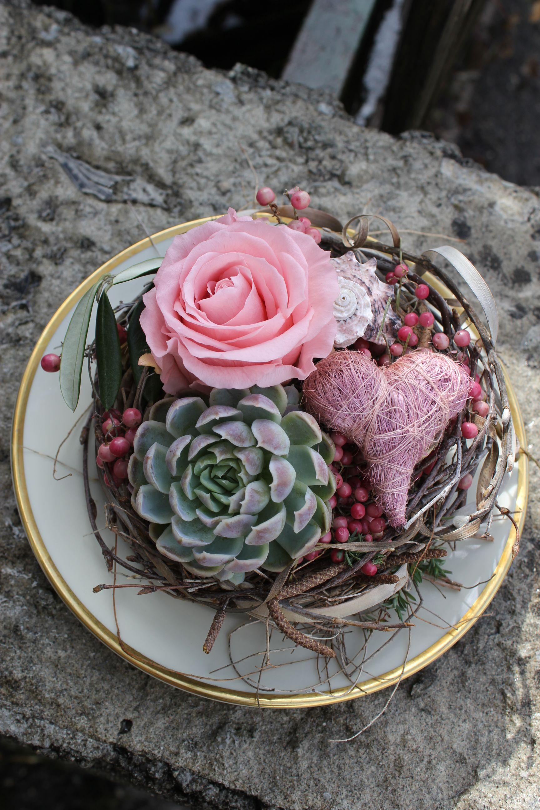 Photo of Originelle Osterdekoration mit stabilisierter Rose in rosa