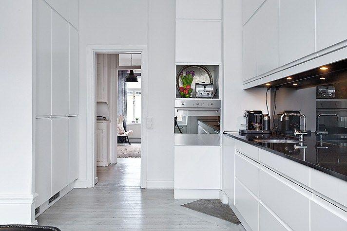 Cocinas modernas blancas y grises buscar con google - Cocinas con parquet ...