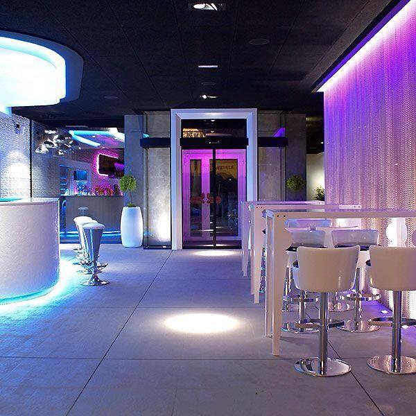 Interior discoteca bb lounge bar design and interior pinterest - Discoteca ozona madrid ...
