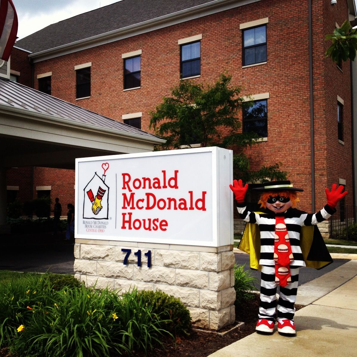 the hamburglar at the columbus ronald mcdonald house! | ronald