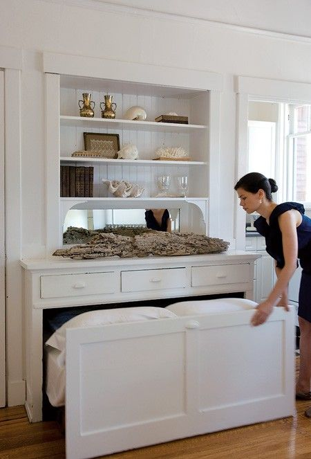 built-in trundle bed - LOVE this for a guest room / office