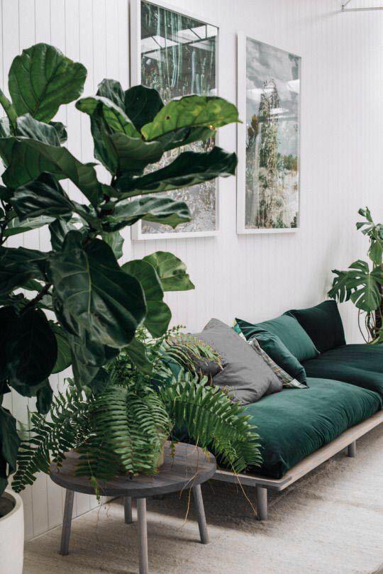 Gr tt gr nt och vitt inte vitt vardagsrum hem inredning inredning for Should i become an interior designer