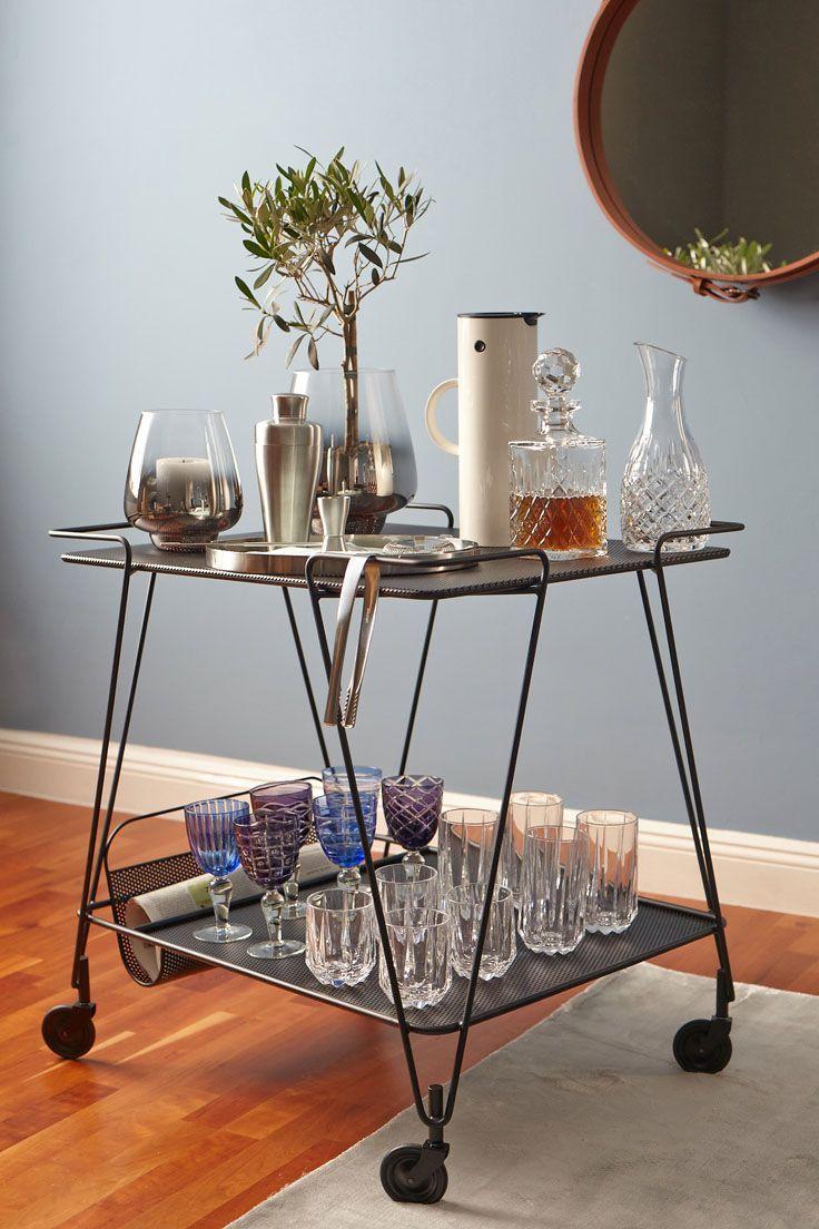 Barwagen Styling Klassiker mit viel Glas, Silber und kontrastreichem ...