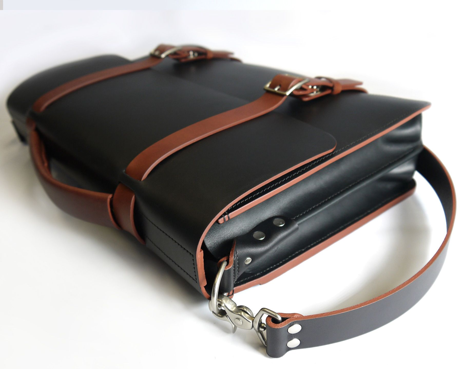 47faf06a5b484 Handmade Two-Tone Classic Messenger Bag with divided Gusset