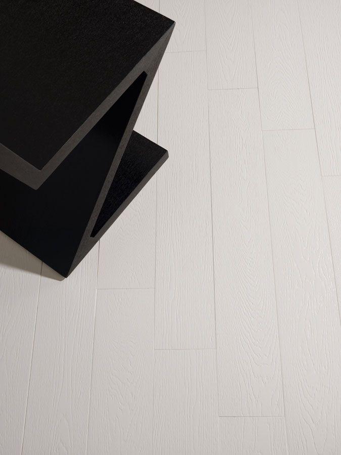 Producto porcelanico ARHUS, acabado madera, escenario salón