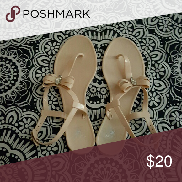 Cute Bow Sandals Worn once! dizzy Shoes Sandals