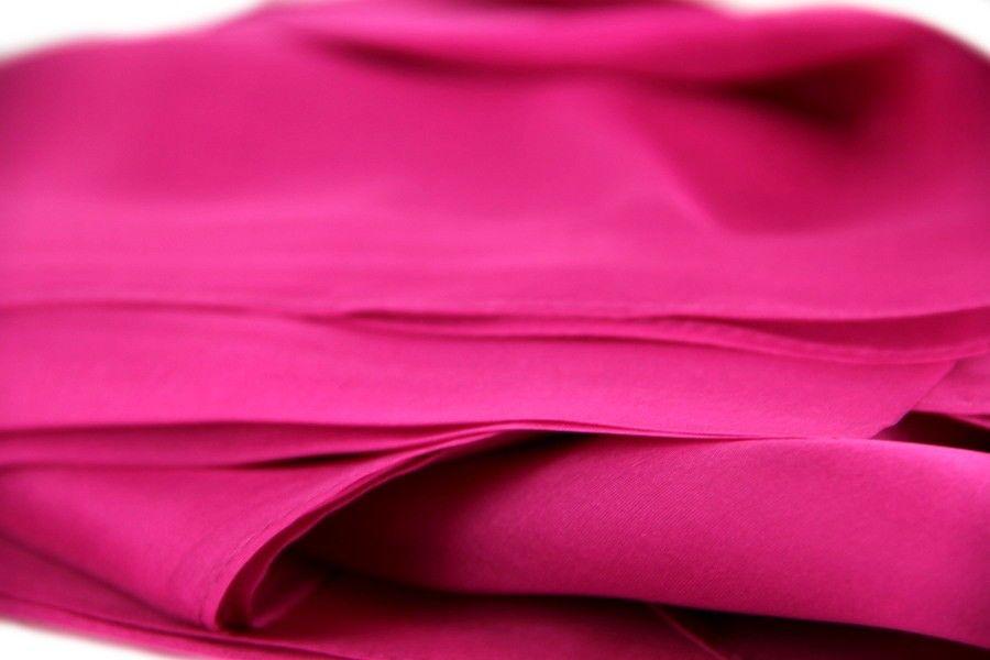 Etole en soie Fuchsia   Etole en soie rose   Pinterest   Etole en ... 5d572513b49