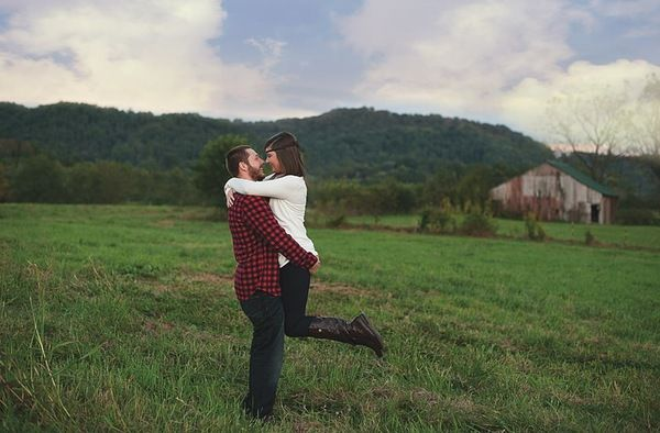 {Tying the Knot: Chance + Victoria} || The Pink Bride www.thepinkbride.com || Images courtesy of Kirsty Vest Photography. || #tricities #tennessee #wedding #engagement