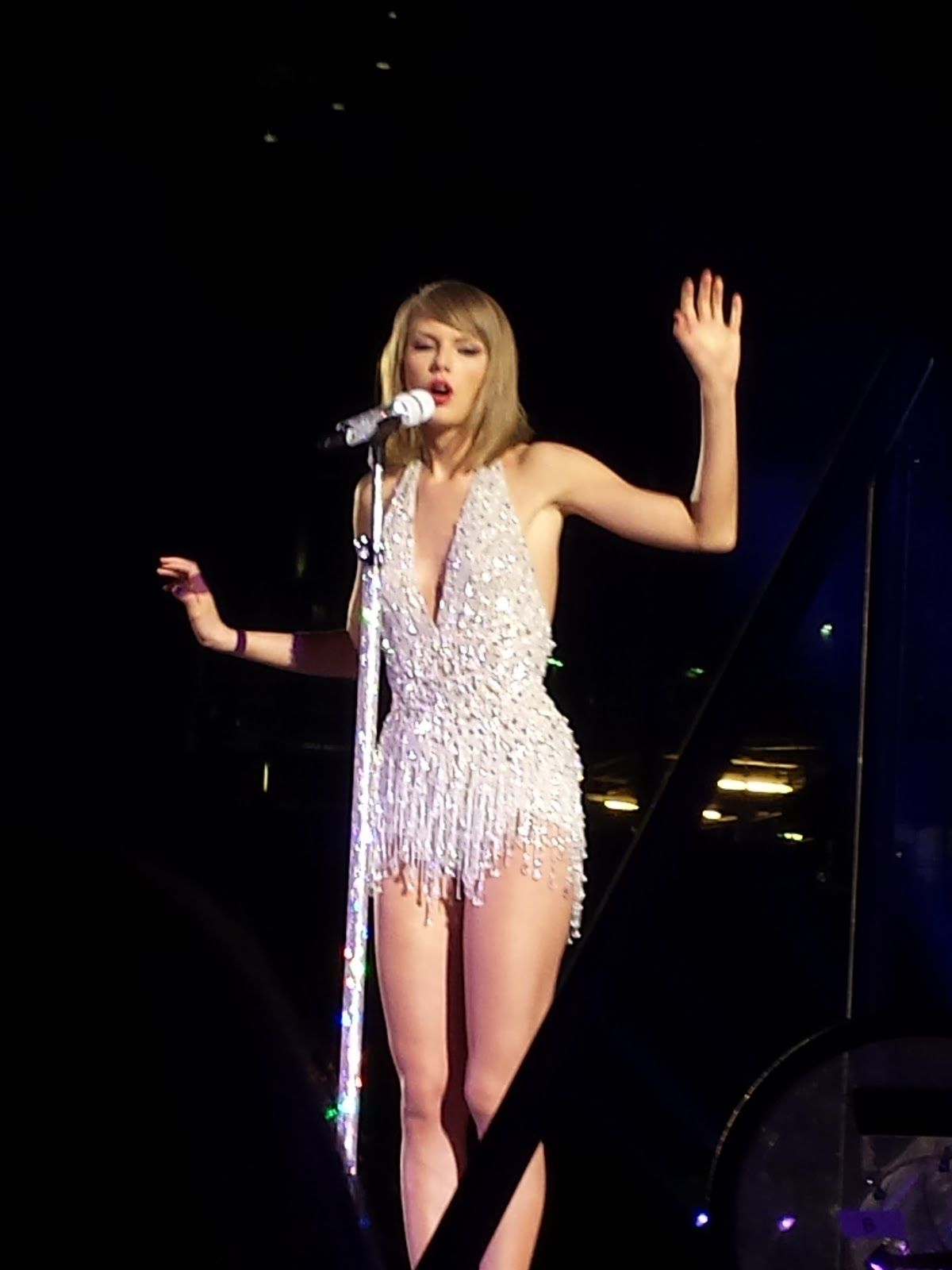 Photos From The Pit At Taylor Swift S 1989 Tour In Detroit At Ford S Field Spring 2015 Taylor Swift Ford Field Taylor