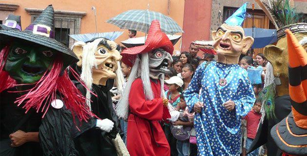 Vive el Desfile de los Locos en San Miguel de Allende! | San ...