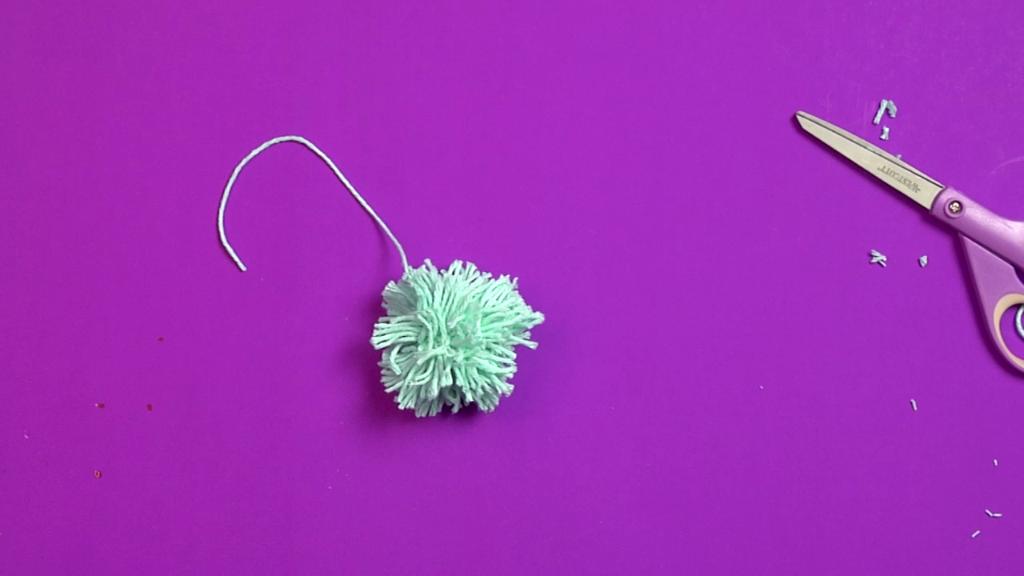 Photo of How to make a yarn pom pom