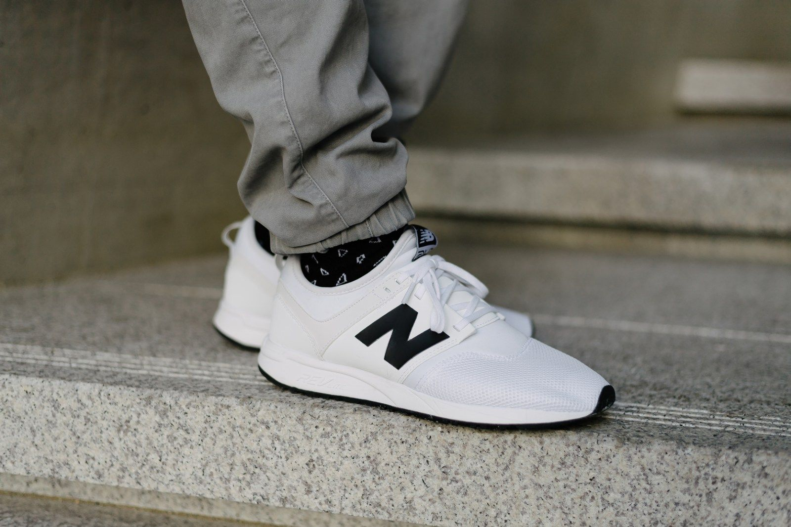 new balance gris y blanco