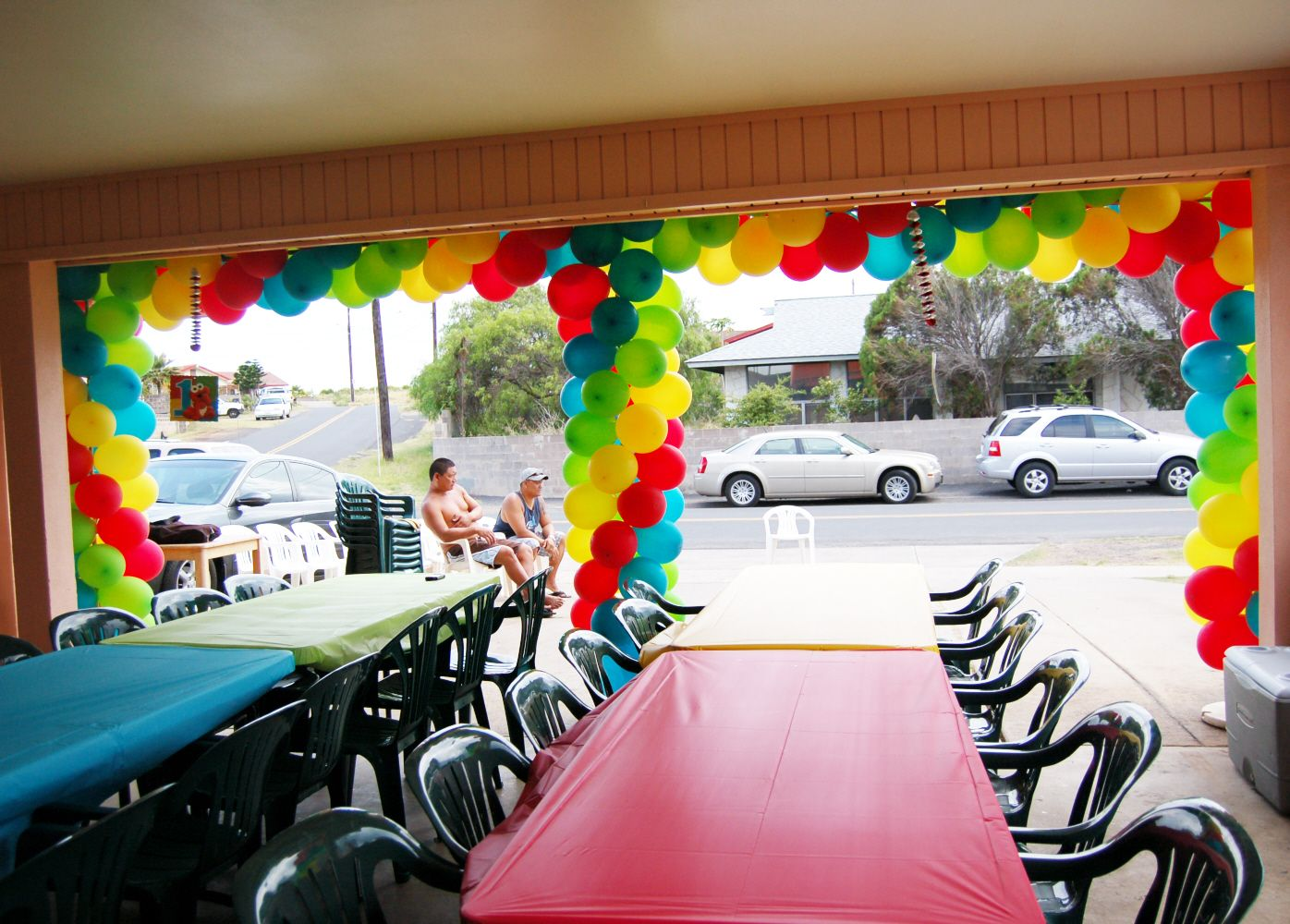 Balloon decorations garage party grad parties and birthdays for Decoration garage