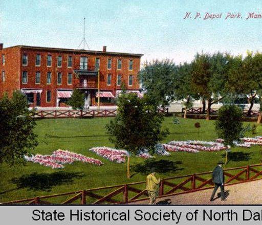 Between 1900 and 1920 - Postcard - Northern Pacific Depot Park, Mandan N.D.