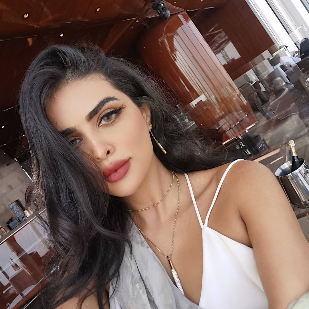 Walaa Al Fayeg ولاء الفايق On Instagram هلا بك Arab Women Women Girl Women