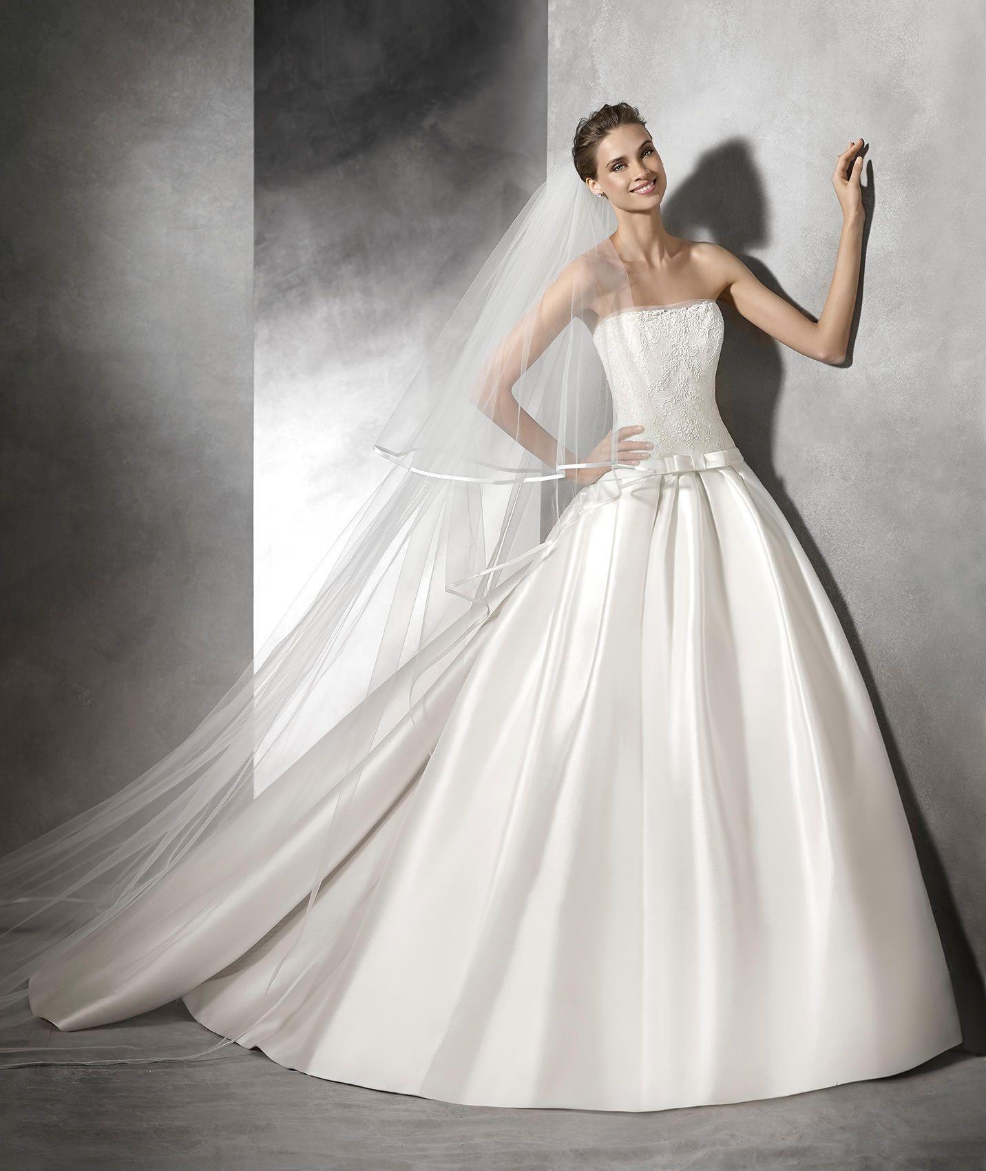 Baronda Brautkleid für den Winter aus Tüll