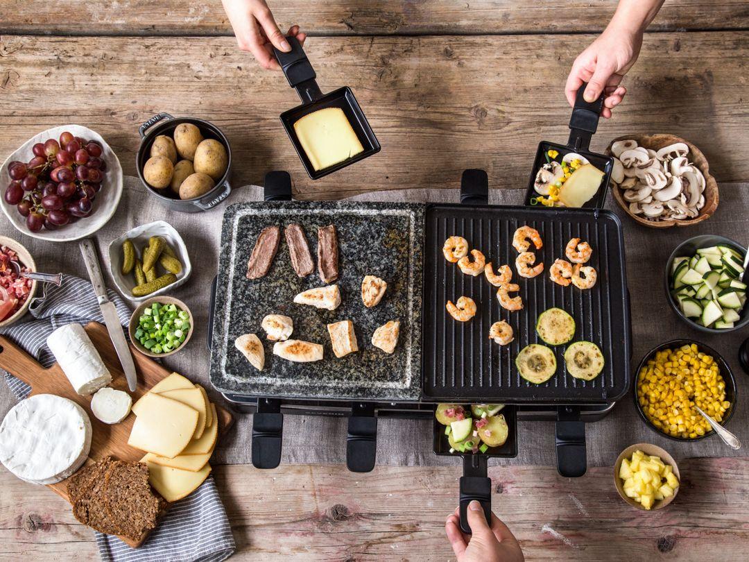 der gro e raclette guide von k se und hei en pf nnchen raclette raclette rezepte raclette. Black Bedroom Furniture Sets. Home Design Ideas