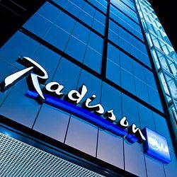 Radisson Blu Sky Hotel Tallinn on korkeatasoinen kansainvälinen hotelli Tallinnan ydinkeskustassa. Sen 24. kerroksen lounge-baarista avautuu upeat näkymät yli Tallinnan. Hotellin aamiaista on myös kehuttu kaupungin parhaimpiin kuuluvaksi. #radissonbluskyhoteltallinn #eckeröline #tallinna #tallinn