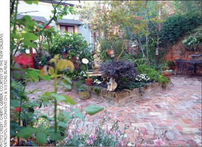 Superieur Quarter Courtyard. I Donu0027t Need A Lawn. OK, May Be A Teeny One For The Dog.