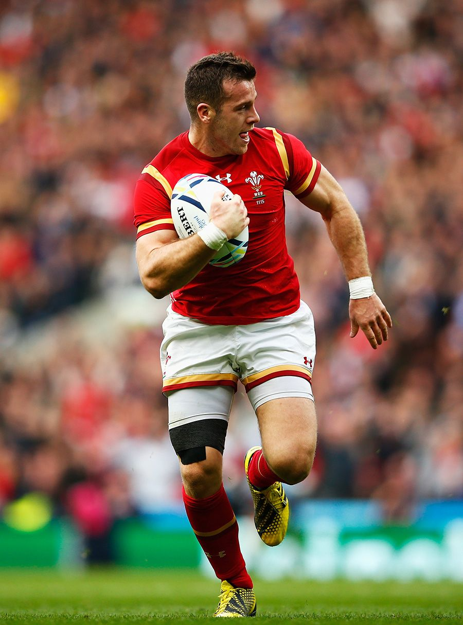 Gareth Davies of Wales run in to score Wales rugby