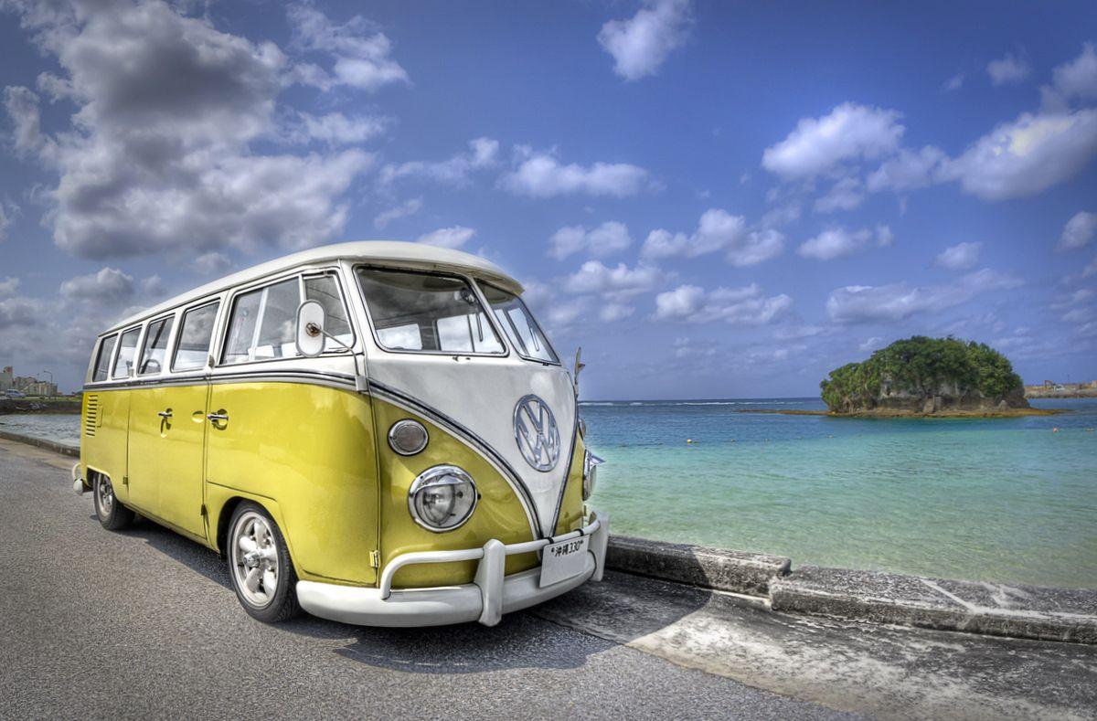 vw bus at the beach vw cool volkswagen voiture. Black Bedroom Furniture Sets. Home Design Ideas