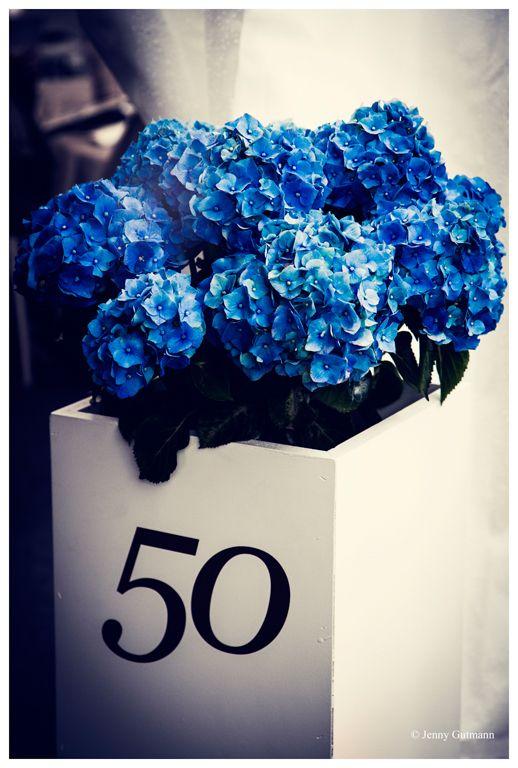 Blaue Hortensien auf Deko-Säule - Wow Events