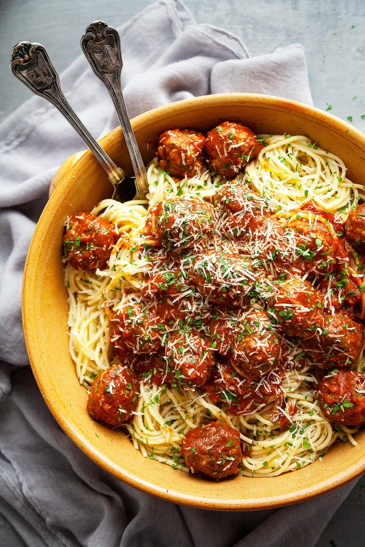 Seriously the best Spaghetti and Meatballs recipe I have ever tried. Sharing my secrets to the most juicy, tender Italian meatballs, simmered in a homemade marinara sauce. #easy #spaghettiandmeatballs #italian #pasta #best #homemade #recipe #beef #dinner #classic