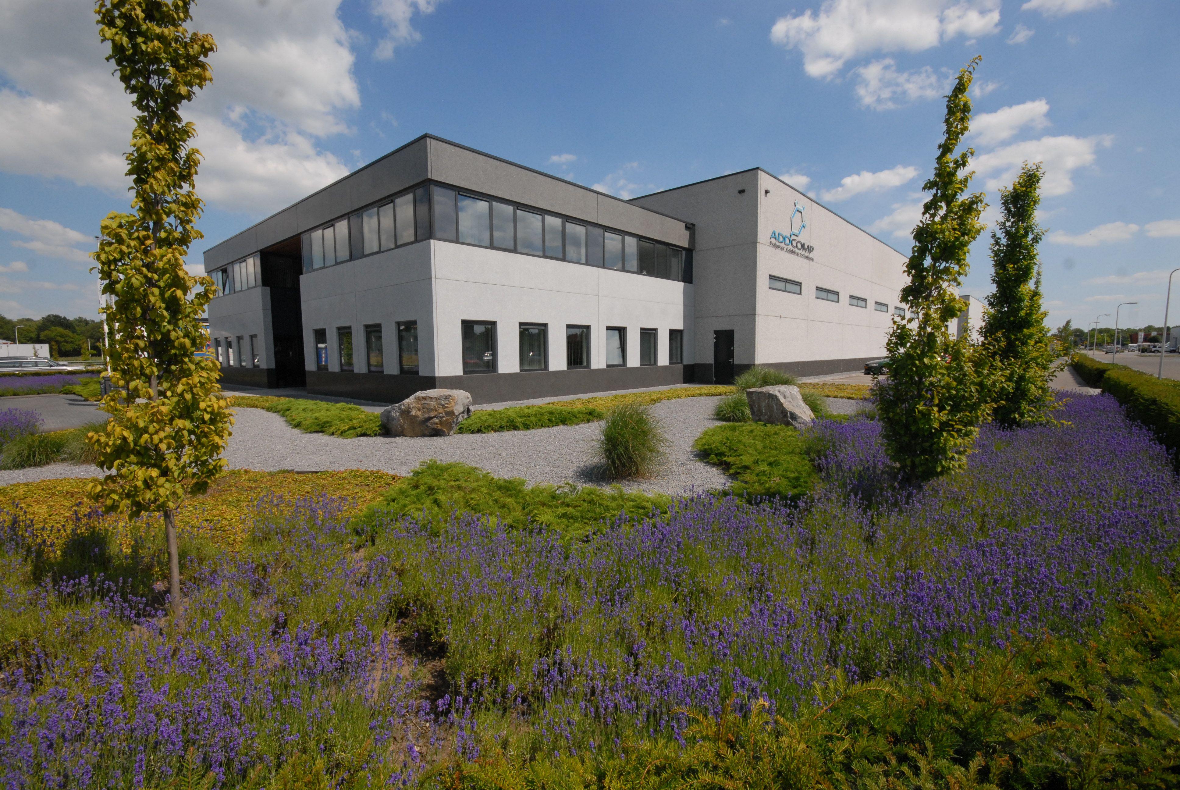 Bedrijfstuin periodiek onderhoud lavendel bomen halfverharding