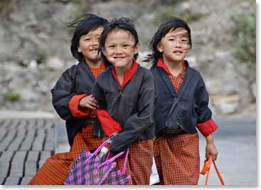 bhutan girls www.bergadventures.com 04-4-1