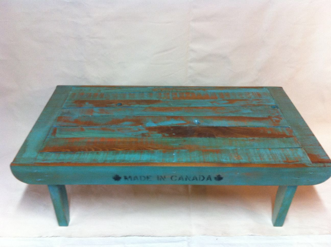 Coffee table from upcycled pallets by Calico Studio