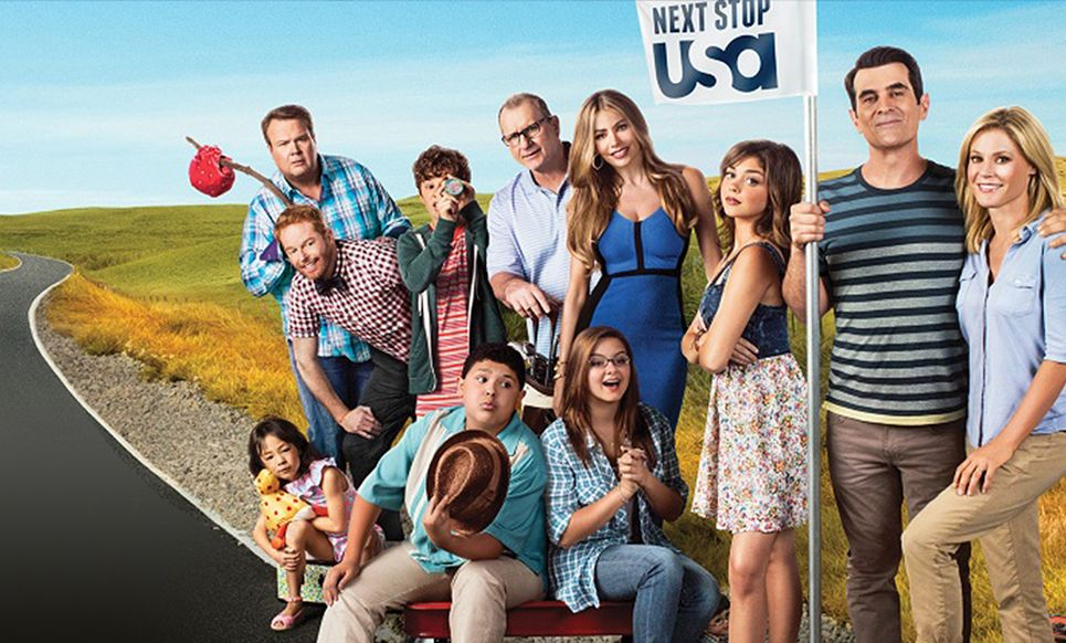 Modern Family Ratings Mystery Where Is The Syndication Bump On Abc Modern Family Family Tv Modern Family Episodes