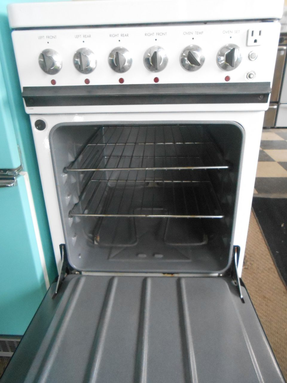 Appliance City - VINTAGE 20 INCH HOTPOINT ELECTRIC RANGE 4 BURNER 3 ...