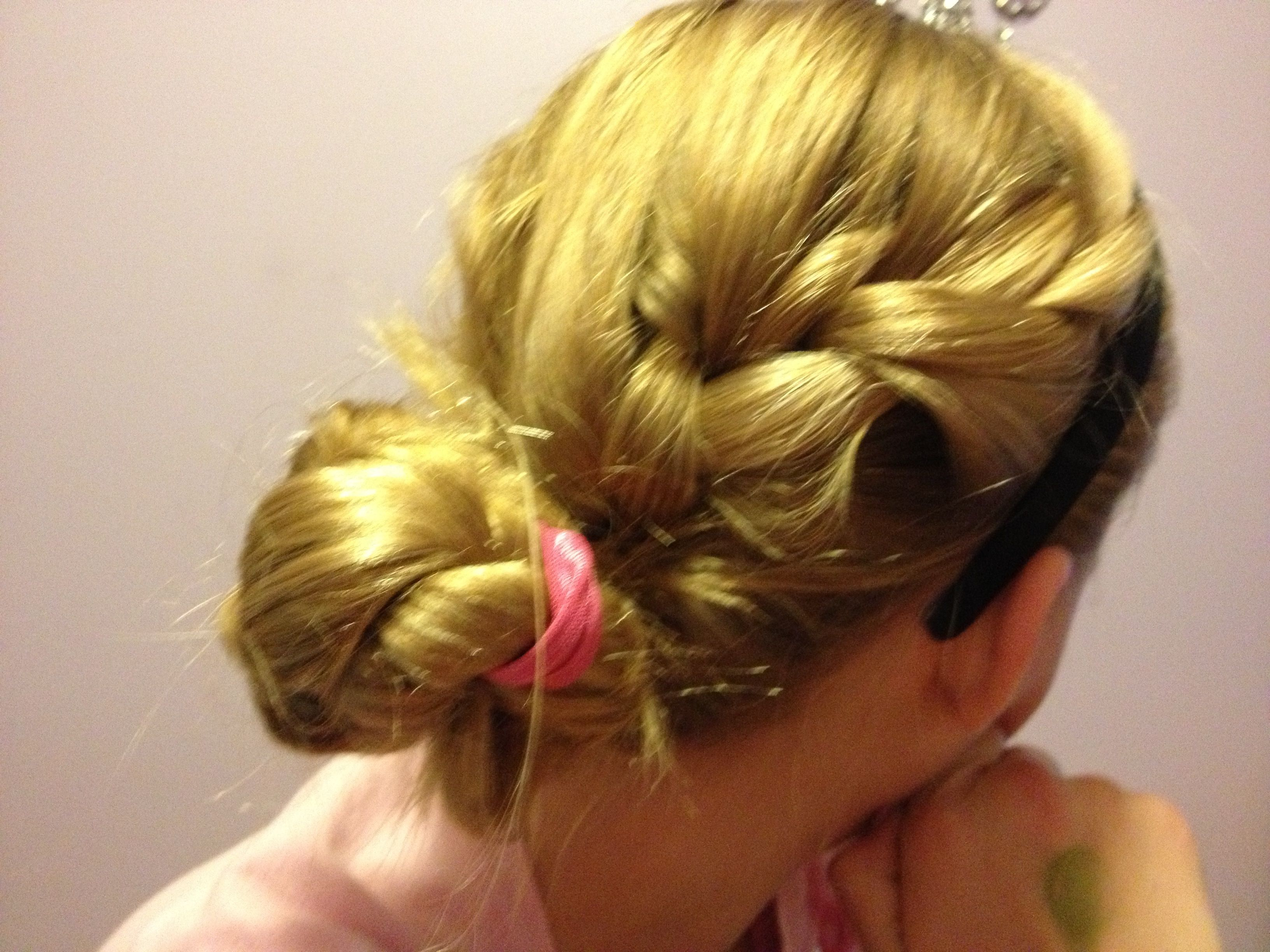 Super simple and cute hairstyle just a side french braid continue