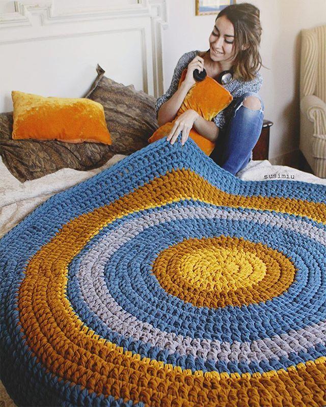 terminada 1.50 metros de diámetro con una preciosa combi de colores, qué os parece?  #susimiu #handmade #yellow #instababy #baby #instagram #instadeco #deco #design #cute #blue #crochet #trapillo