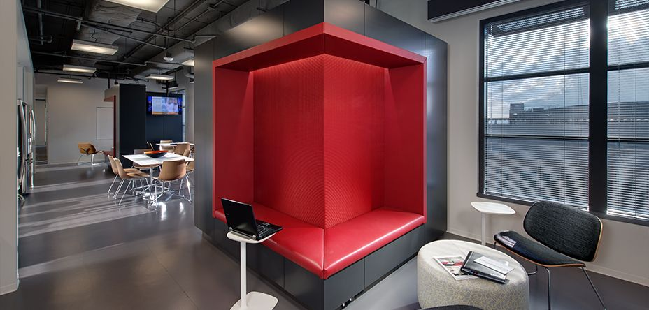 Corporate office inspiration google search kontor for Home office accent wall