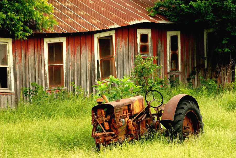 Old Barn . . . Old Tractor . . . <3