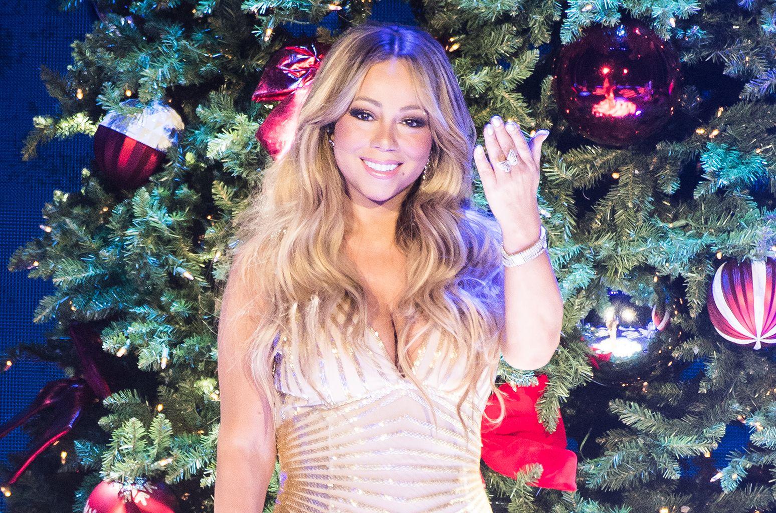 Hot 100 Chart Moves Mariah Carey S Christmas Classic Returns Mariah Carey Mariah Carey Christmas Pop Songs