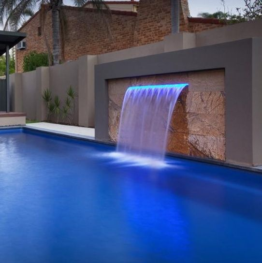 Image result for pools with water feature strip water proyectos que debo intentar water - Cristales para piscinas ...