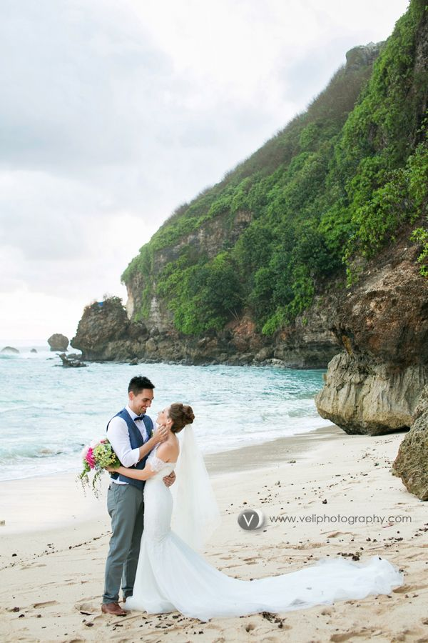 Beach wedding in Bali | Project by Veli Photography http://www.bridestory.com/veli-photography/projects/katya-adrian