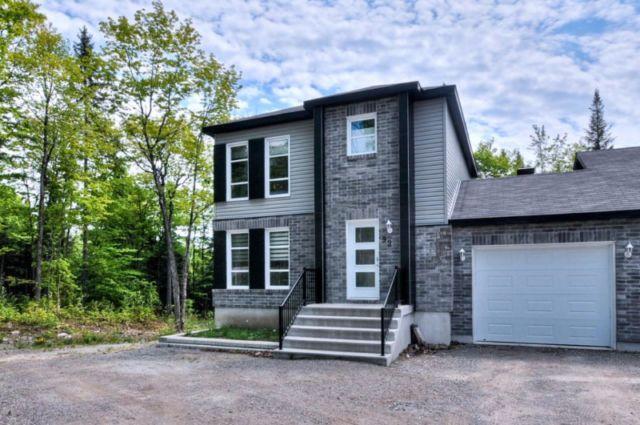 Très belle maison neuve avec garage à louer à Val-des-Monts ...