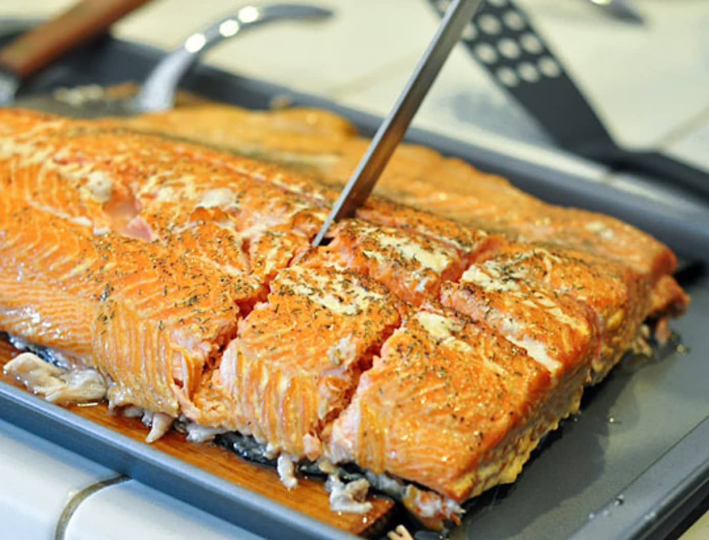 how to cook cedar plank salmon on a gas grill