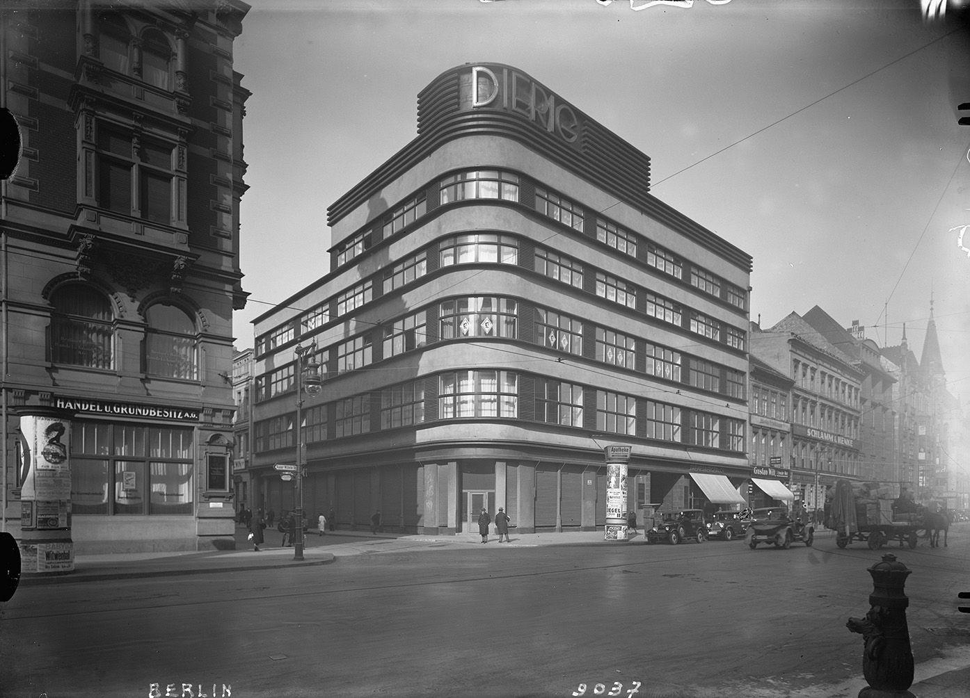 Berlin. Kaiser-Wilhelm-Strasse, Ecke Spandauer Straße.  Geschaeftshaus Dierig Otto Rudolf Salvisberg. 1928